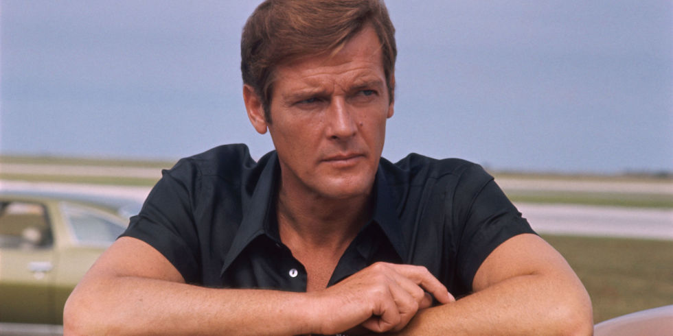 landscape-1495545586-sir-roger-moore-james-bond
